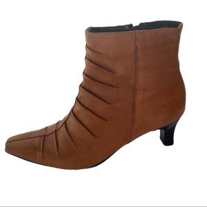 Dorndorf Tan Leather Boots Say 5 fits US 7